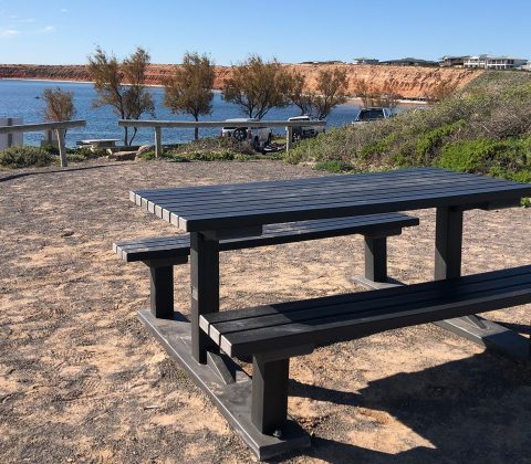 Outback Table Set with APR Graphite Slats